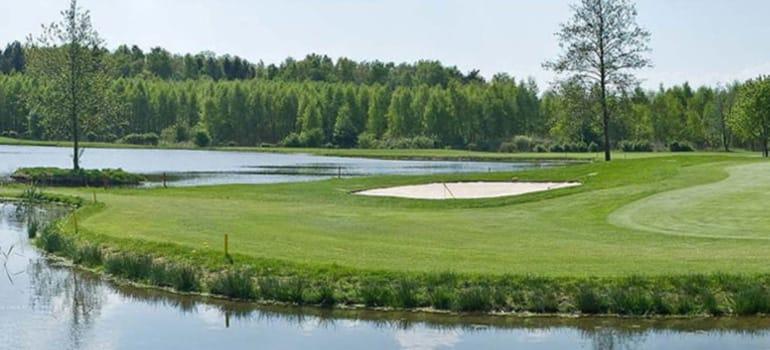 Golfplatz am See